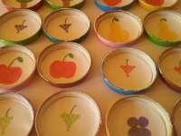 Kupakrömi – kupakmemó, avagy bébiételes kupakok újrahasznosítva